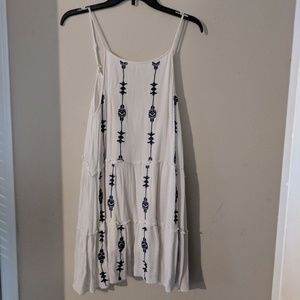 Knee Length Blue and White Arrow Print Dress